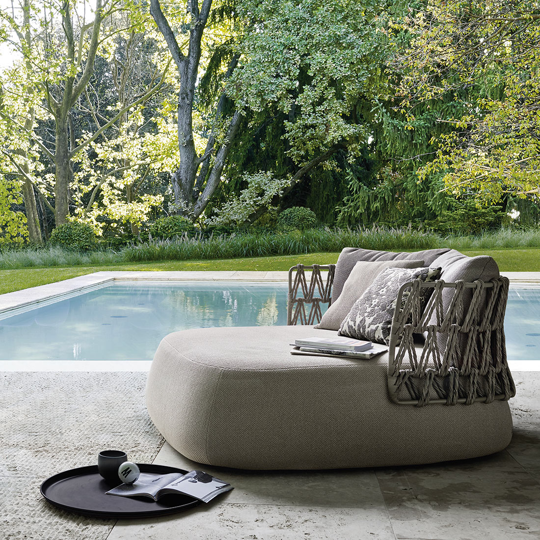 Fat-Sofa-Outdoor